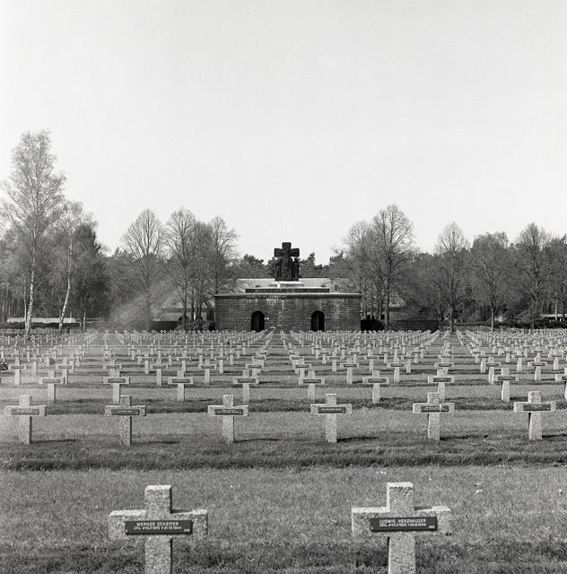 Duitse militaire begraafplaats-221
